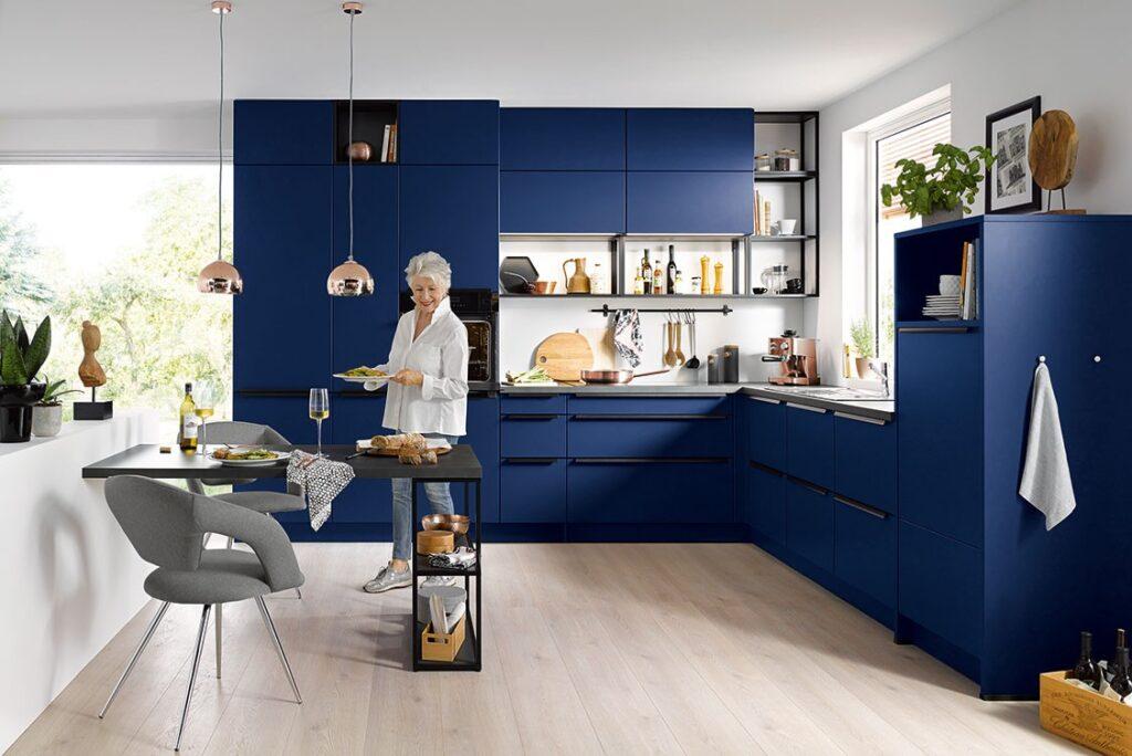 Designer Küche dunkel blau