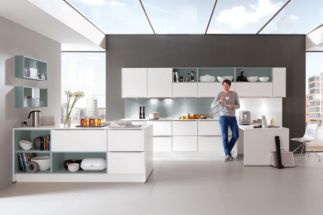 moderne Küche mit weißer Front
