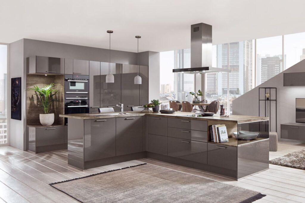 moderne Küche mit Glaselementen