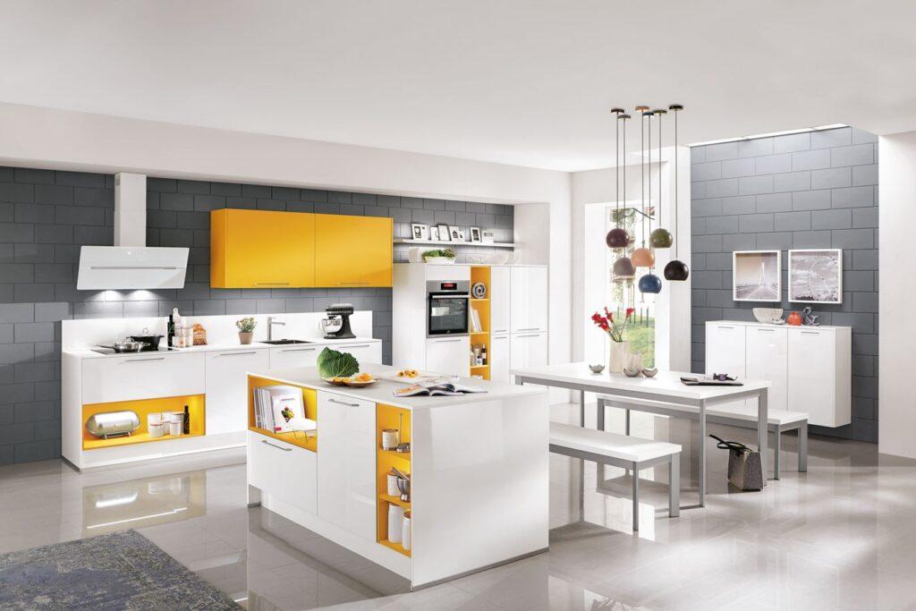 moderne Küche mit Farbhighlight