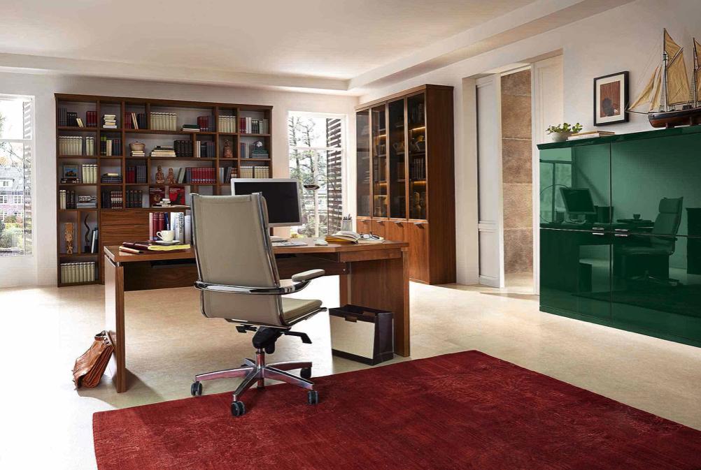 Arbeitszimmer und Büro Bueroeinrichtung Schreibtisch Bürostuhl Aktenschrank Büromöbel maßgeschneidert Holz klassisch Arbeitszimmer