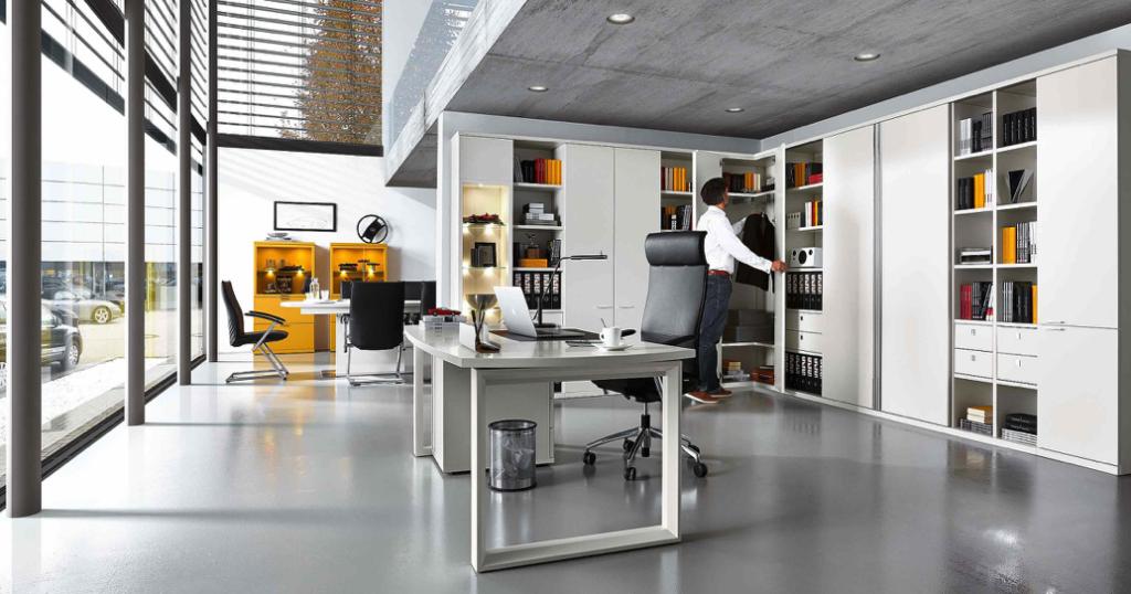 Arbeitszimmer und Büro Bueroeinrichtung Schreibtisch Bürostuhl Aktenschrank Büromöbel maßgeschneidert weiß modern Arbeiten