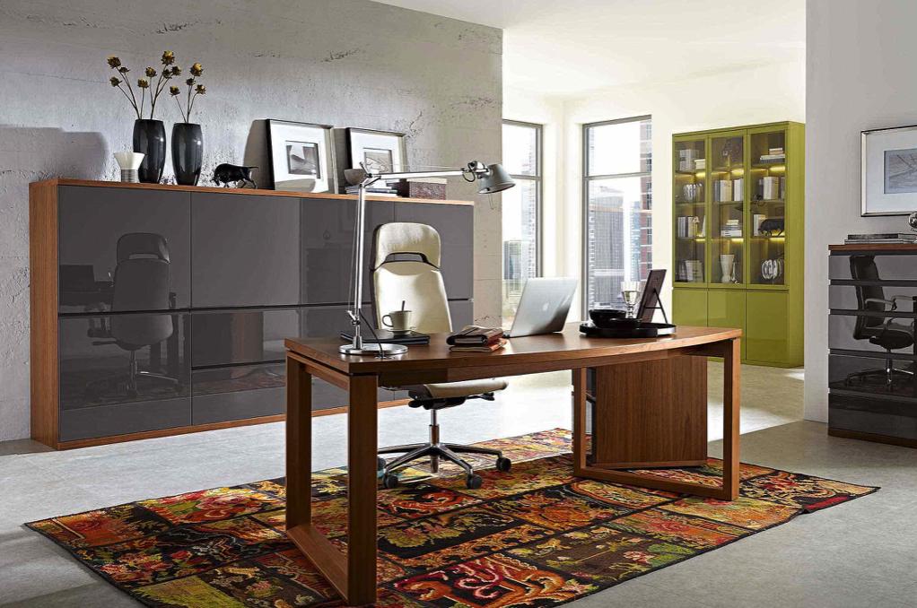 Arbeitszimmer und Büro Bueroeinrichtung Schreibtisch Bürostuhl Aktenschrank Lackfront grau Akzent moderne Arbeiten